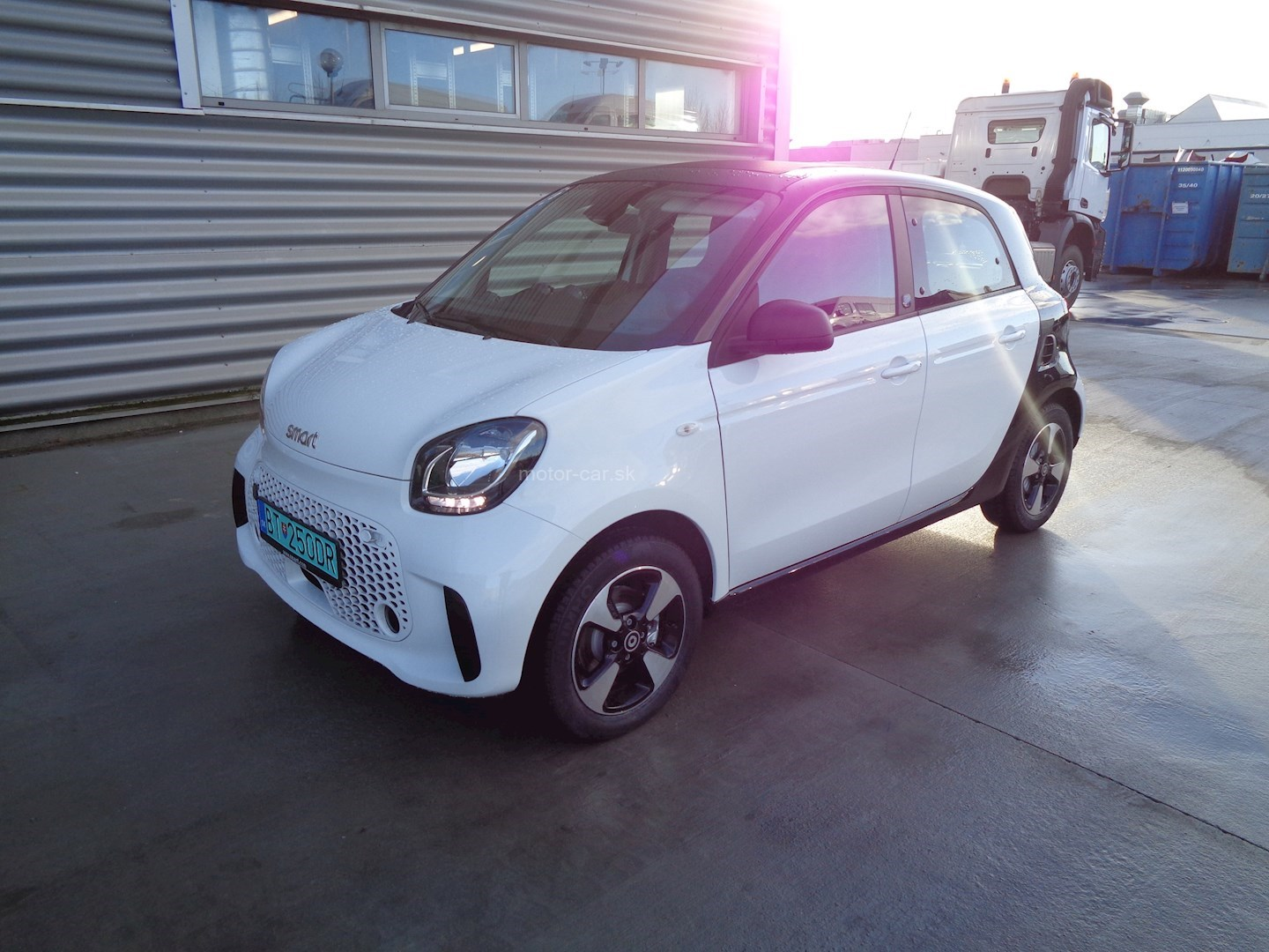 mercedes-benz smart eq forfour